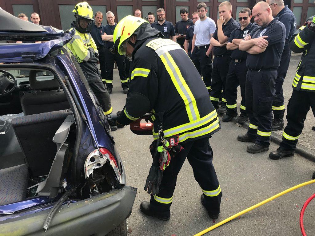 """Alternative Antriebe - alternative Einsatztaktiken. Feuerwehr Meinerzhagen ist """"up to date"""""""
