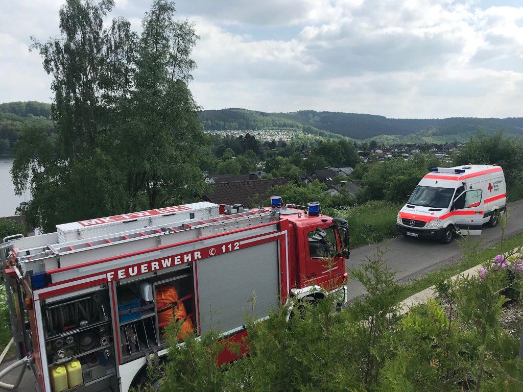 Brand an der Listertalsperre - Feuerwehr rettet Wohnhaus