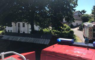 Sirenenalarm in der Mittagszeit - Feuerwehr rückt zu Schuppenbrand aus