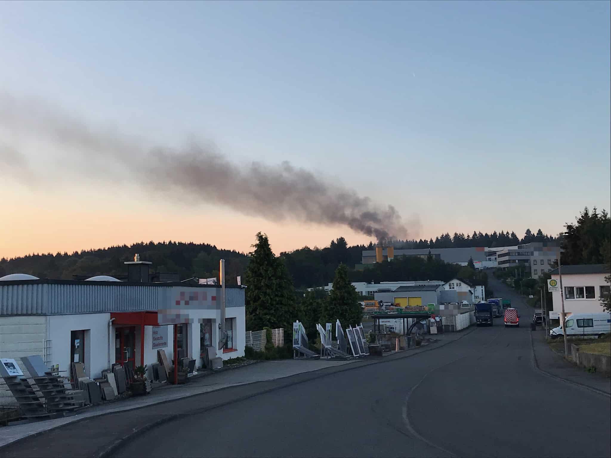 """Sirenenalarm im Morgengrauen - Feuer im Industriegebiet """"Am Rottland"""""""