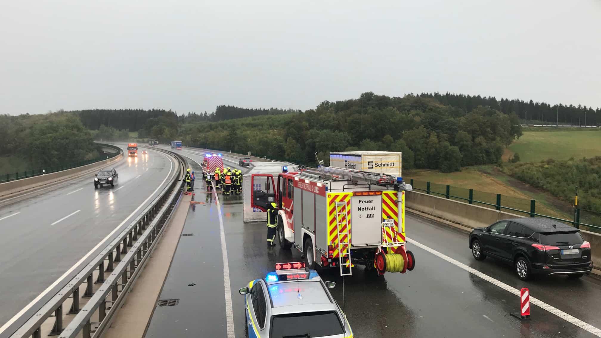 """Sturmtief """"Oriane"""" zieht Richtung Märkischer Kreis - LKW auf Autobahn umgestürzt"""