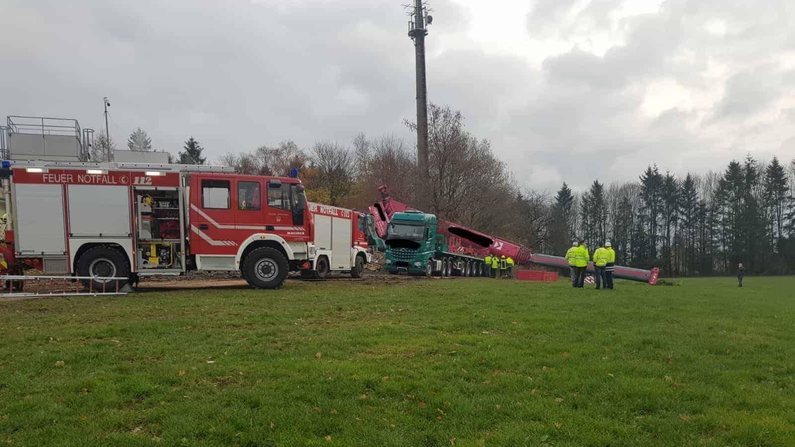 250 Tonnen Autokran kippt am Schwarzenberg um