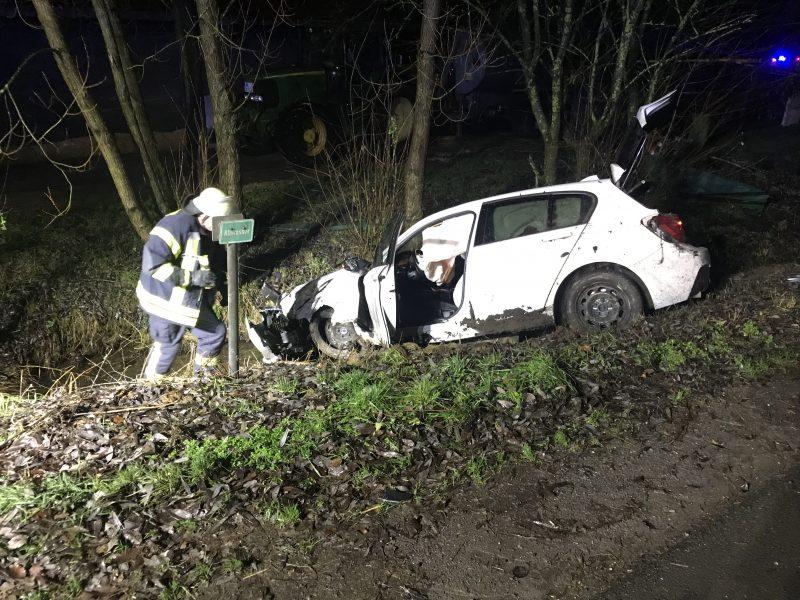 Verkehrsunfall in Unterworbscheid - PKW stürzt in einen Bachlauf