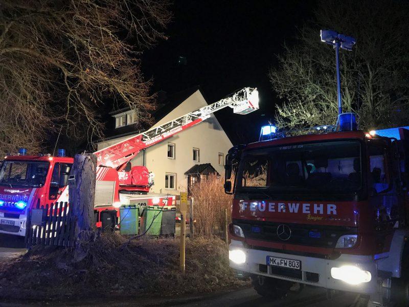 Feuerwehr wird zu vermutetem Brand im Gebäude gerufen