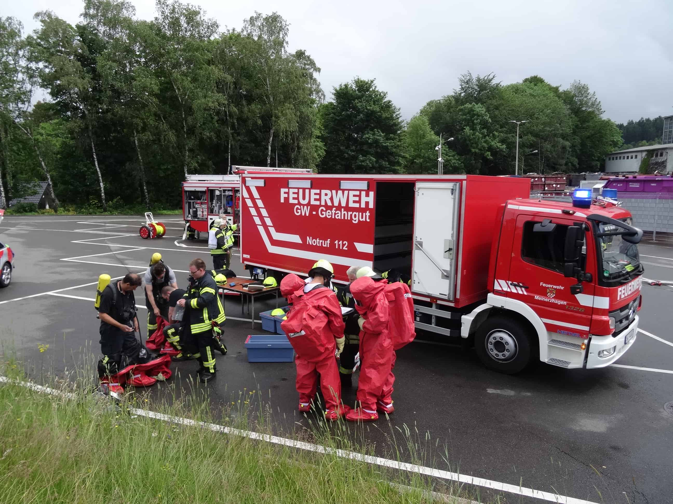 Ausgetretene Chemikalien - ABC Einsatz für die Feuerwehr Meinerzhagen