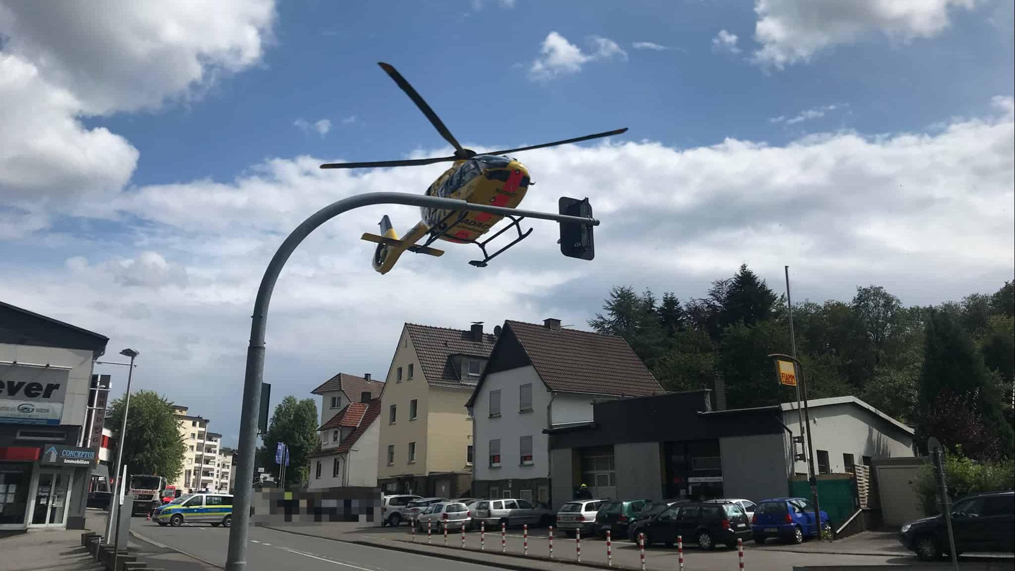 Rettungshubschrauber landet auf der Oststraße