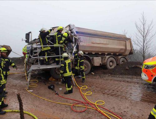 Schwerer LKW Unfall im Listertal