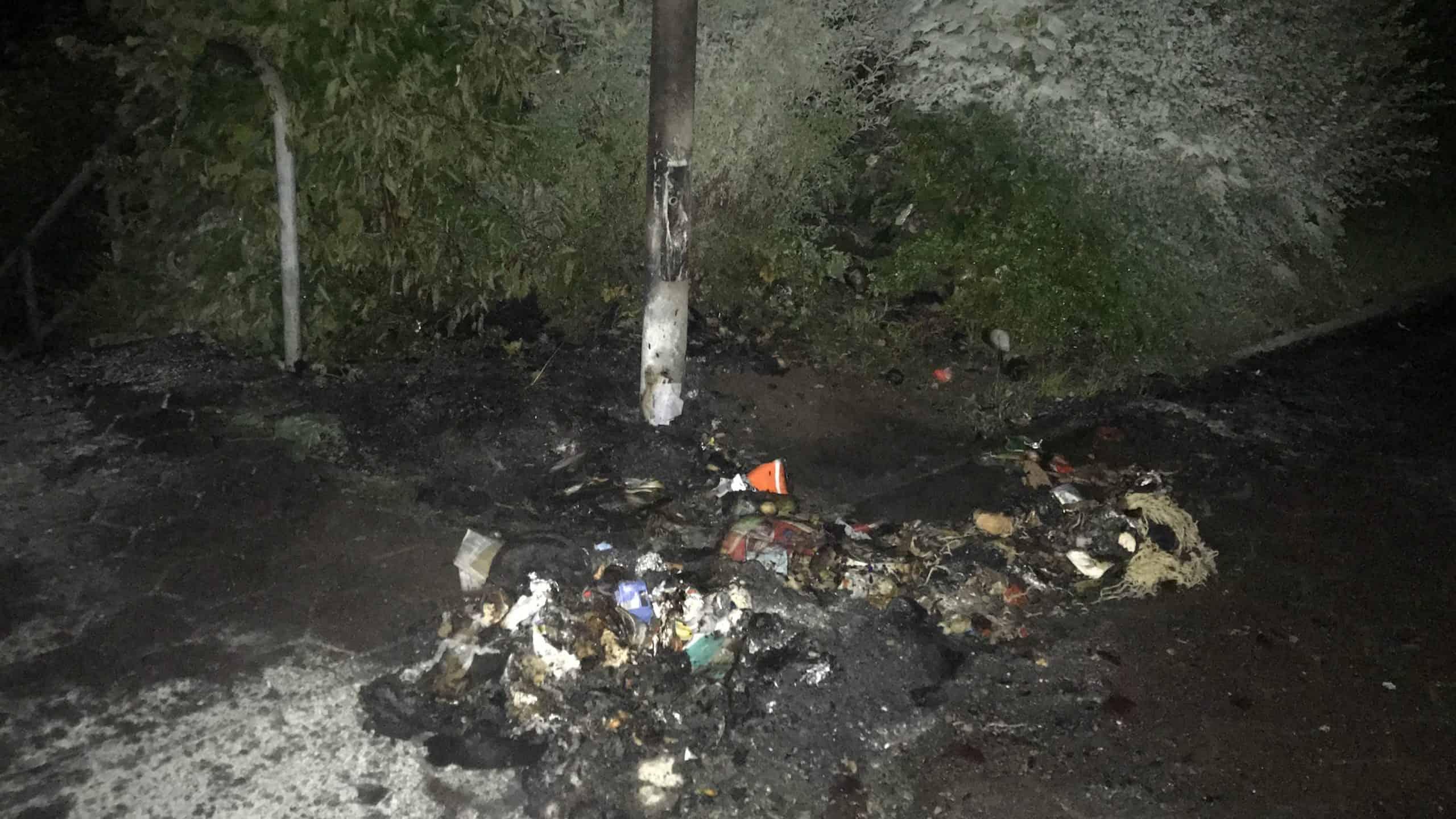 Nächtlicher Sirenenalarm durch brennende Mülltonnen