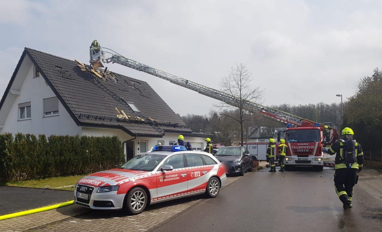 Feuer im Dachstuhl nach Blitzeinschlag