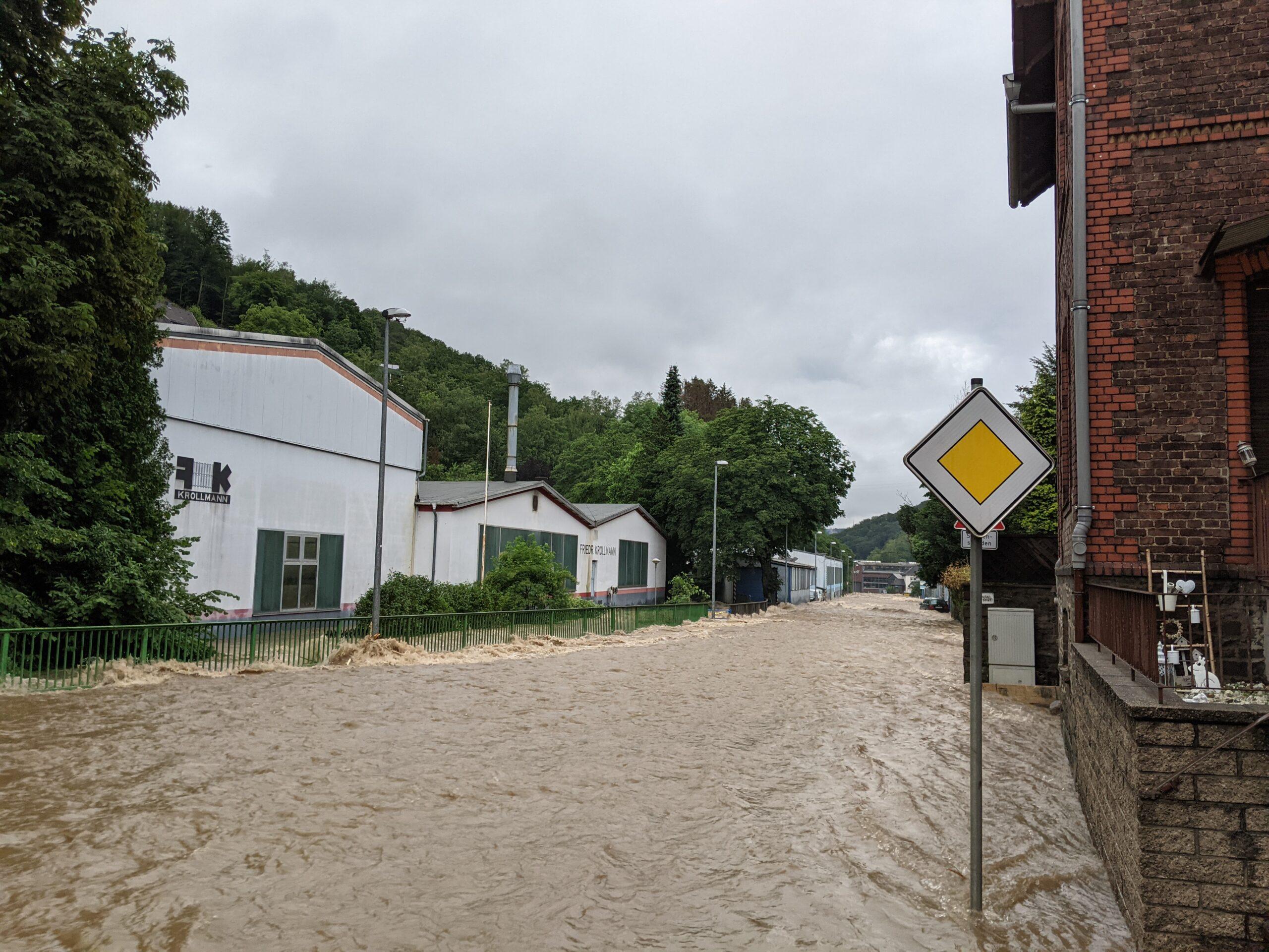 Meinerzhagen größtenteils von Unwetter verschont - Feuerwehr hilft in Altena