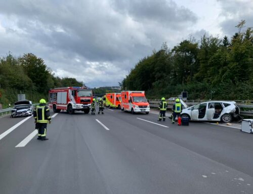 Zwei Verkehrsunfälle innerhalb von drei Stunden auf der A45